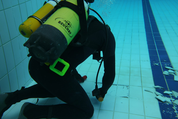 Swimming pool retiling and tile replacement| UK Diveworks
